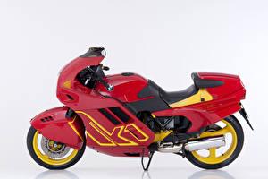 Картинки БМВ Ретро Белом фоне Красная Сбоку 1988-93 K1 Мотоциклы