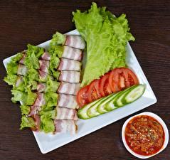Фото Бекон Томаты Огурцы Нарезанные продукты Пища