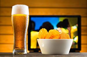 Обои Пиво Стакана Пена Чипсы Миска Продукты питания