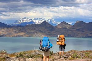Картинка Чили Гора Озеро Парки 2 Турист Рюкзак South America, Torres Del Paine National Park, Lake Peho Природа