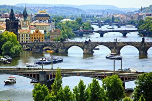 Фотография Чехия Прага Речка Мост Речные суда Карлов мост Vltava river Города