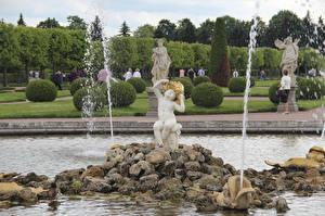 Обои Фонтаны Камни Парк Скульптуры Россия Санкт-Петербург Мальчик Сидящие fountain Oak, Peterhof город
