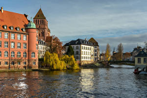 Картинка Франция Страсбург Здания Речка Мост город