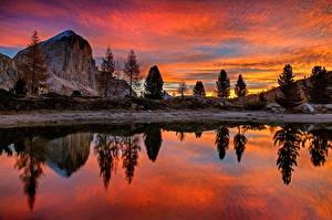 Картинки Италия Рассветы и закаты Озеро Дерева Утес Отражение Lago Di Limides, Veneto, Dolomites Alps Природа