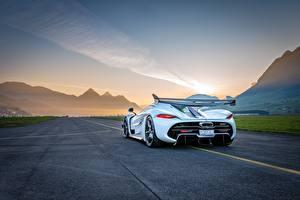Фотографии Koenigsegg Сзади Белые Jesko авто