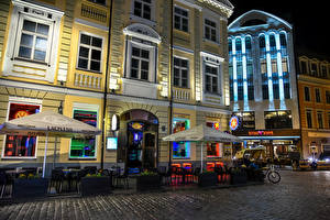 Картинки Латвия Здания Улица Кафе Ночь Riga Города