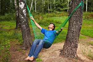 Фото Мужчины Ствол дерева Гамаке Отдых