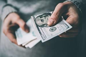 Фотография Деньги Банкноты Доллары Пальцы Рука 100
