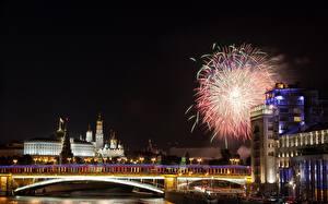 Фото Москва Россия Реки Мост Салют Праздники Московский Кремль Ночные river Moscow Города