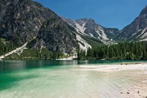 Картинка Гора Озеро Италия Леса Скале Альп Lake Braies, dolomite Alps, South Tyrol Природа