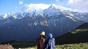 Фото Горы Снеге 2 Сзади Шапки Куртках Nepal, Himalayas Природа