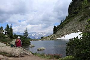 Фотография Горы Камни Озеро Германия Альп Сидит Снега Dachstein Природа Девушки