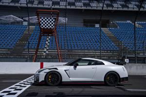 Картинки Ниссан Сбоку Белый GT-R R35 Nismo 2020 2019 машины