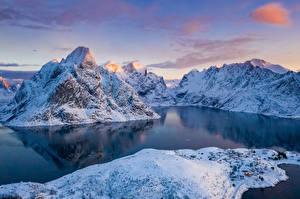 Картинка Норвегия Лофотенские острова Горы Зимние Залива Снег Природа