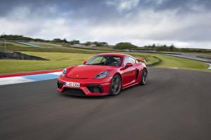 Фотографии Porsche Красный Движение 718 (982) Cayman GT4 Автомобили