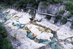 Обои для рабочего стола Рафтинг Река Лодки Япония Утес Minakami, Prefectural Gummi, Tone District Спорт