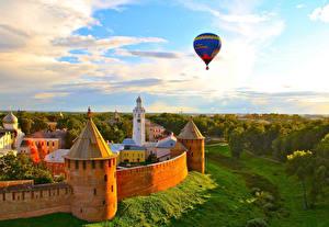 Обои Россия Памятники Воздушный шар Летят Башня Novgorod Kremlin, Novgorod, Novgorod region