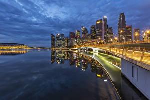 Картинка Сингапур Здания Мосты Вечер Залив Уличные фонари