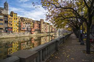 Фотография Испания Здания Осень Водный канал Деревьев Ограда Girona Города