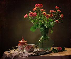 Фото Натюрморт Розы Ваза Чашка Цветы