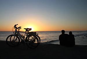 Фотографии Рассвет и закат Море Испания Велосипеде Две Сидя Обнимает Канарские острова Maspalomas, Gran Canaria