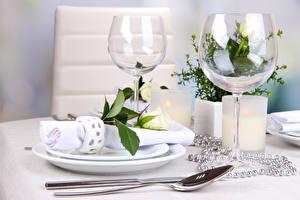 Картинка Сервировка Роза Украшения Бокалы Белая Ложка цветок