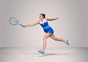 Фото Теннис Бегущая Сером фоне Ноги Czech WTA Karolina Pliskova Девушки