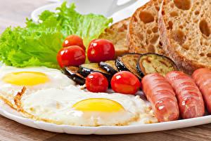 Картинки Сосиска Помидоры Овощи Хлеб Баклажан Яичница Еда
