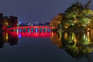 Обои для рабочего стола Вьетнам Парки Реки Мосты Ночь Дерево Hanoi Природа