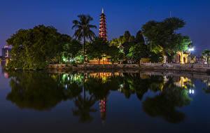 Фото Вьетнам Речка Храмы Ночь Деревья Уличные фонари Hanoi Tran Quoc Pagoda