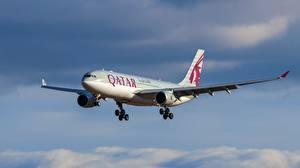 Картинка Самолеты Небо Эйрбас Летящий A330-202 Авиация