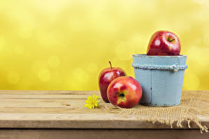 Обои Яблоки Ведро Трое 3 Еда