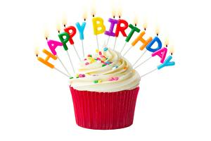 Фото День рождения Капкейк кекс Свечи Белом фоне Английская Слова Пища