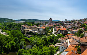 Фото Болгария Здания Речка Крыша Tirnovo Города