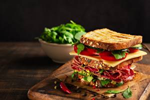Фотографии Бутерброд Сэндвич Колбаса Сыры Томаты Еда