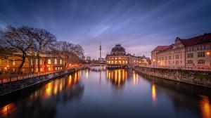 Картинки Вечер Речка Германия Берлин Здания Водный канал Bode Museum город