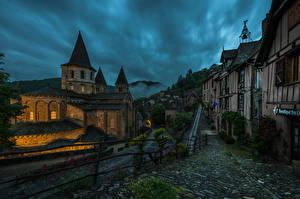 Обои Франция Здания Вечер Храмы Церковь Улиц Забором Conques Города