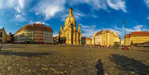 Картинка Германия Дрезден Дома Храм Церковь Городской площади Уличные фонари Улица город