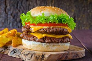 Фотографии Гамбургер Мясные продукты Разделочная доска Продукты питания