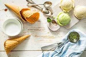 Картинка Мороженое Доски Ложка Шар Вафельный рожок Еда