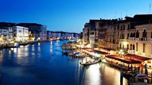 Обои Италия Здания Лодки Венеция Водный канал Уличные фонари Grand canal Города