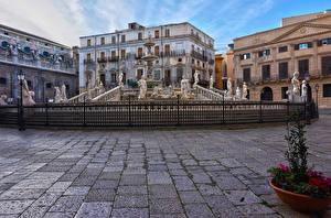 Фото Италия Сицилия Дома Фонтаны Скульптуры Забором Уличные фонари Fontana Pretoria Palermo город