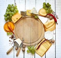Картинка Ножик Сыры Виноград Орехи Острый перец чили Доски Разделочной доске Нарезанные продукты Еда