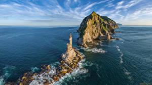 Картинки Маяк Море Россия Остров Скала Горизонта sea Lion rock, Sakhalin island