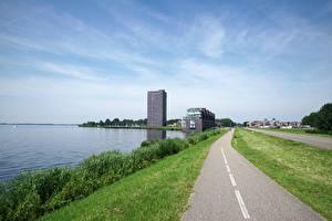 Фотографии Голландия Берег Здания Трава Тротуар Almere City, province of Flevoland город