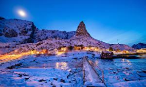 Фотография Норвегия Лофотенские острова Зимние Здания Вечер Мост Снега Утес Reine город