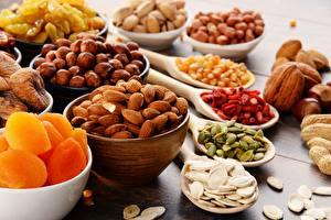 Обои Орехи Сушеные абрикосы Лесной орех Миндаль Сухофруктов Пища Еда