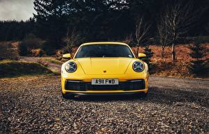 Фотографии Порше Спереди Желтая 911 Carrera 4S 2019 авто