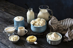 Картинка Творог Молоко Сметана Доски Кувшин Бутылка Масло Сливками Пища