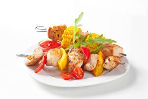 Картинки Шашлык Овощи Белом фоне Тарелке Кетчупом Пища